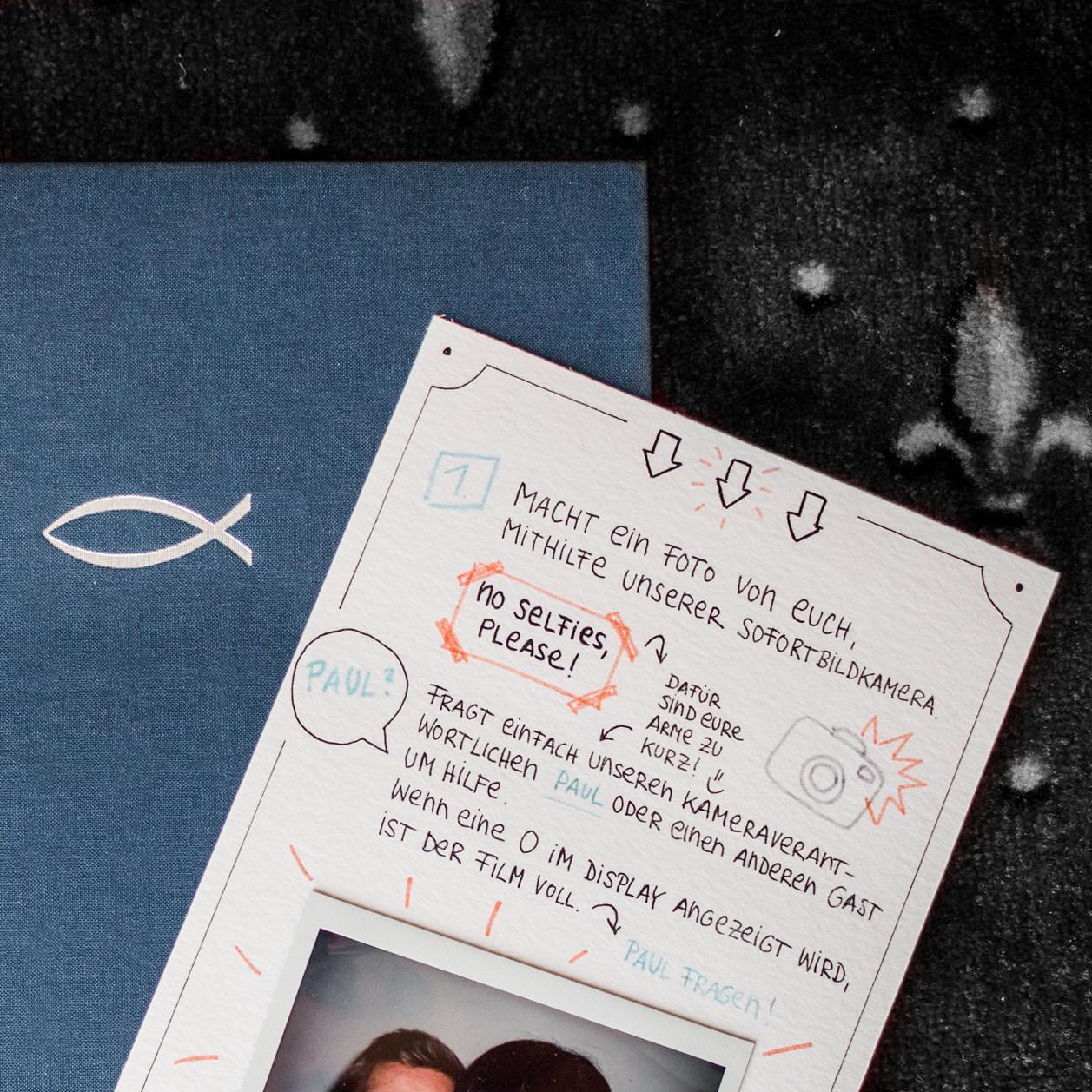 Gästebuch für eine Sommerhochzeit im Landhaus-/Vintage-Stil, mit Polaroids und handgeschriebener Beilage
