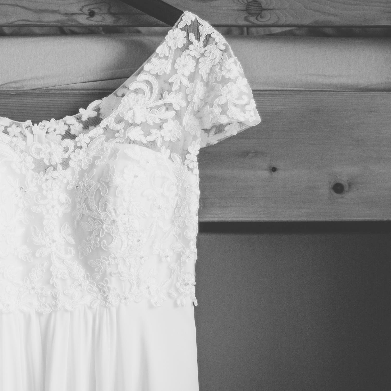 Hochzeitskleid im Empire-Stil, mit Spitze und aufgenähten Perlen