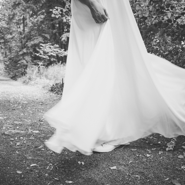 Brautshooting zur Hochzeit, Empire-Kleid mit mehrlagigem Rockteil