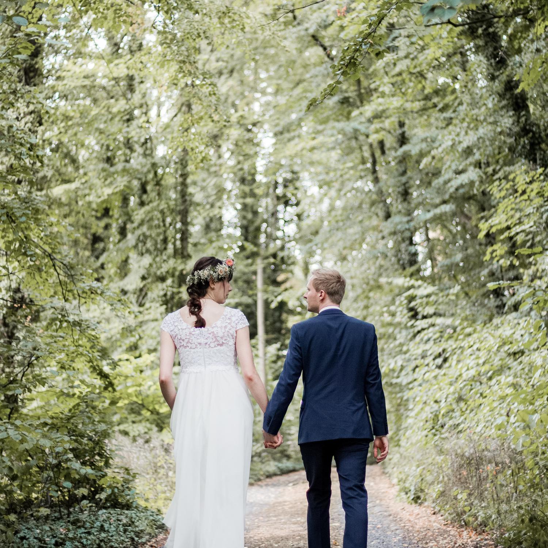 Hochzeit, Paarshooting im Wald mit Braut und Bräutigam