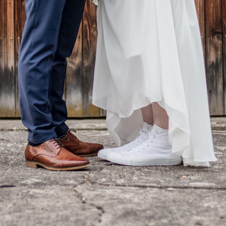 Hochzeitschuhe mal anders, Anzugsschuh trifft Converse Chucks