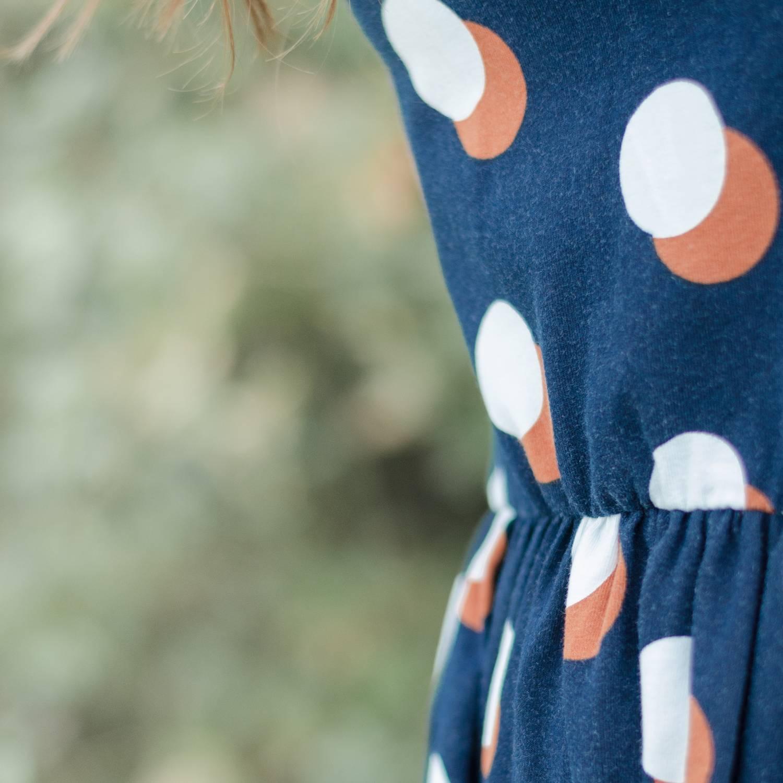 Sommerkleid nähen aus Jersey, mit gekräuselter Taillennaht und aufgenähtem Gummiband