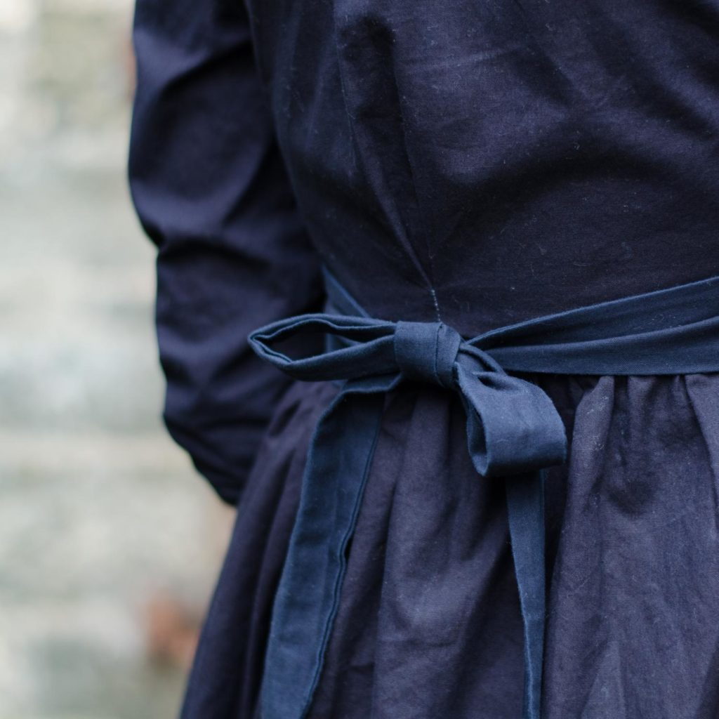Vintage-Blusenkleid im 60er-Jahre-Stil nähen, Schnittmuster Irenes Kleid von Lotte & Ludwig, mit Kellerfalte und Gürtel bzw. Schleifenband in der Taille