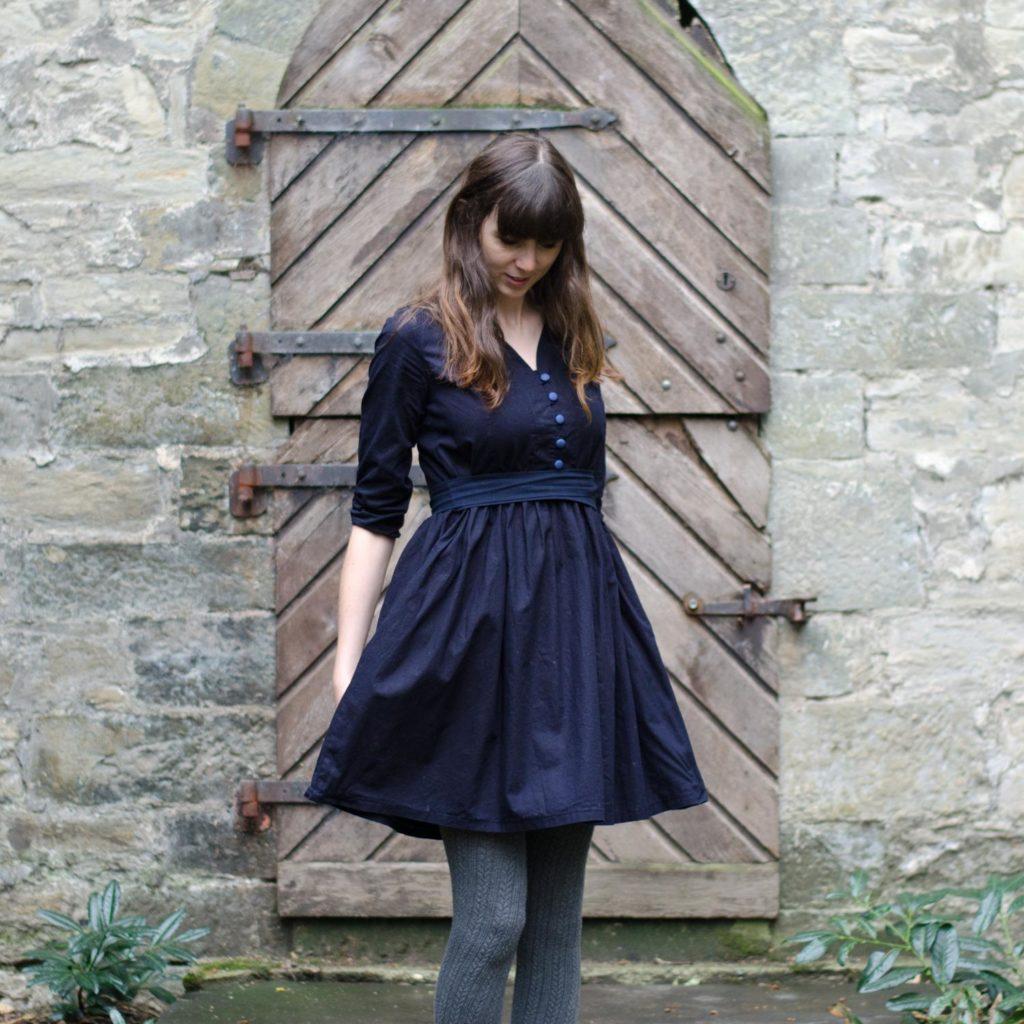 Vintage-Blusenkleid im 60er-Jahre-Stil nähen, Schnittmuster Irenes Kleid von Lotte & Ludwig, mit gerafftem Rock und Gürtel bzw. Schleifenband in der Taille