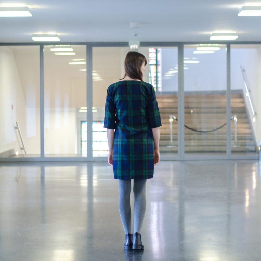 Karokleid nähen, aus Schottenkaro, Schnittmuster Frau Aiko von Studio Schnittreif (Pattern Hack), zum Kleid verlängert