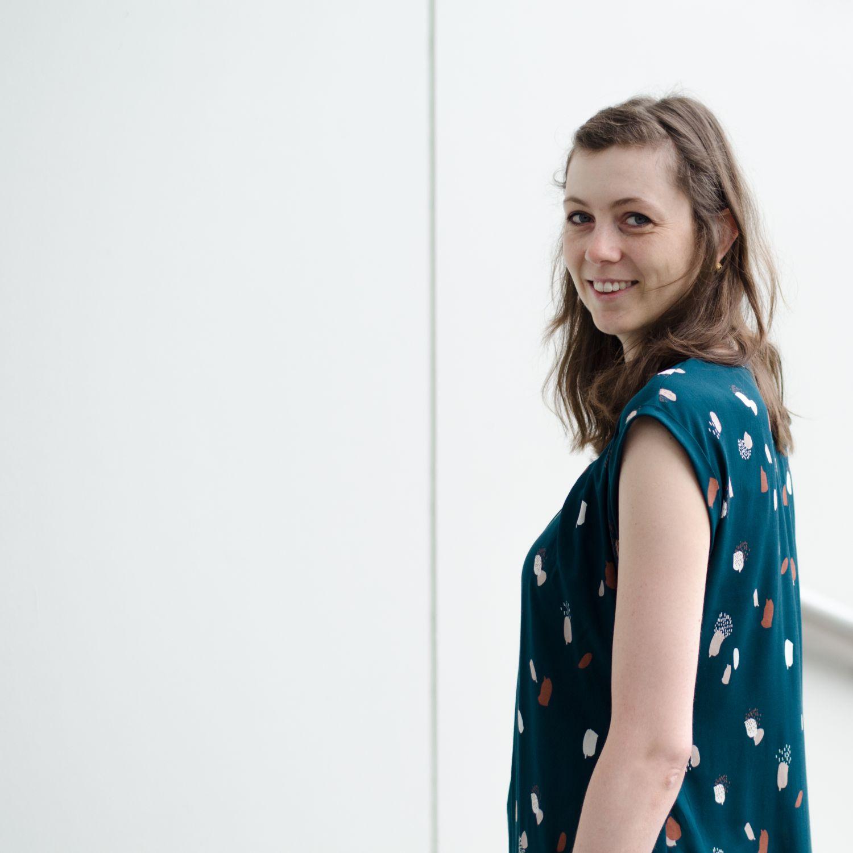 """Sommerkleid aus Viskose-Webware """"Moonstone Green"""" von Atelier Brunette, Pattern Hack zum Schnittmuster """"Santa Barbara"""" von Pech & Schwefel"""